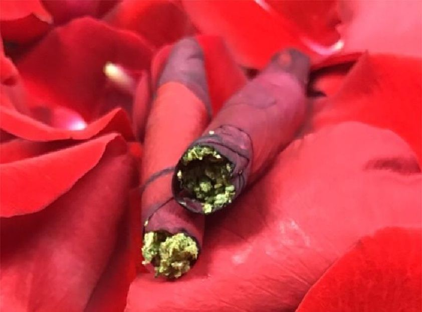 What is a rose blunt and how to roll one