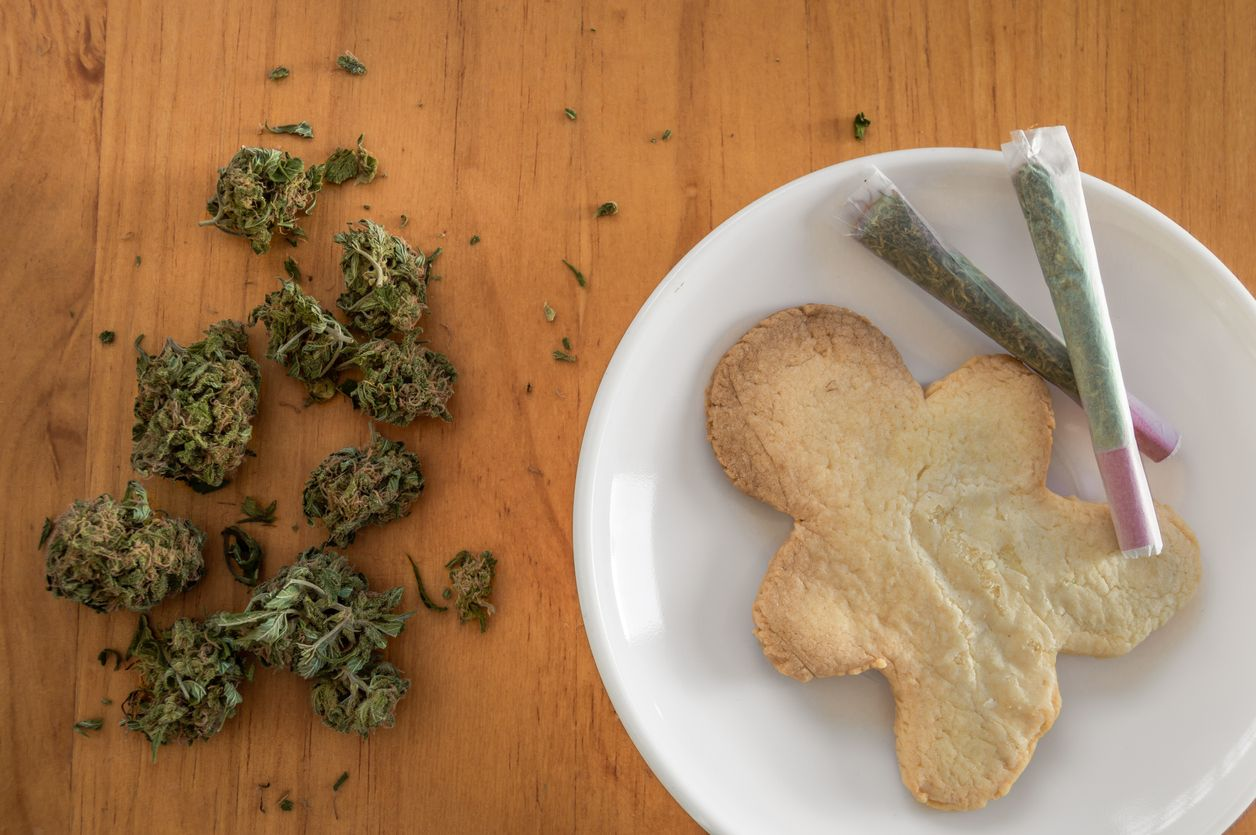 The Pros and Cons of Edibles vs Smoking