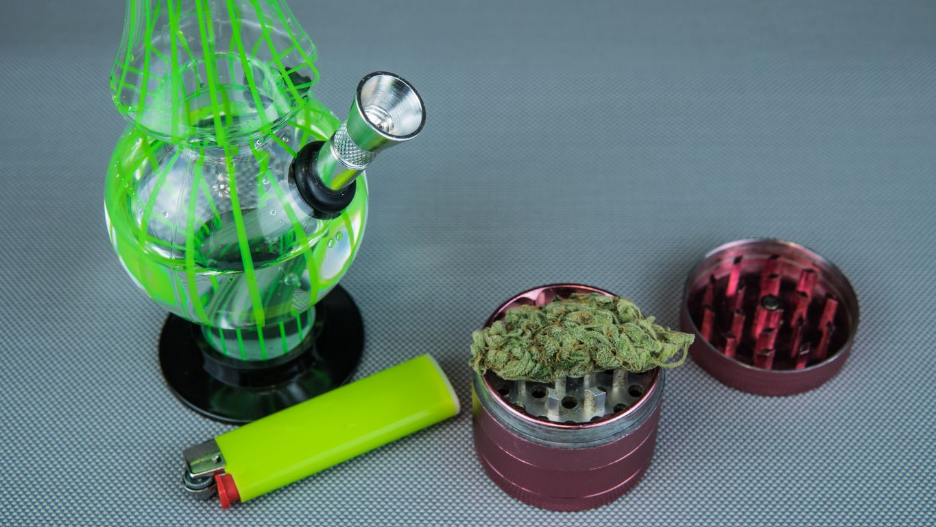 5 Scifi themed bongs and pipes that are out of this world