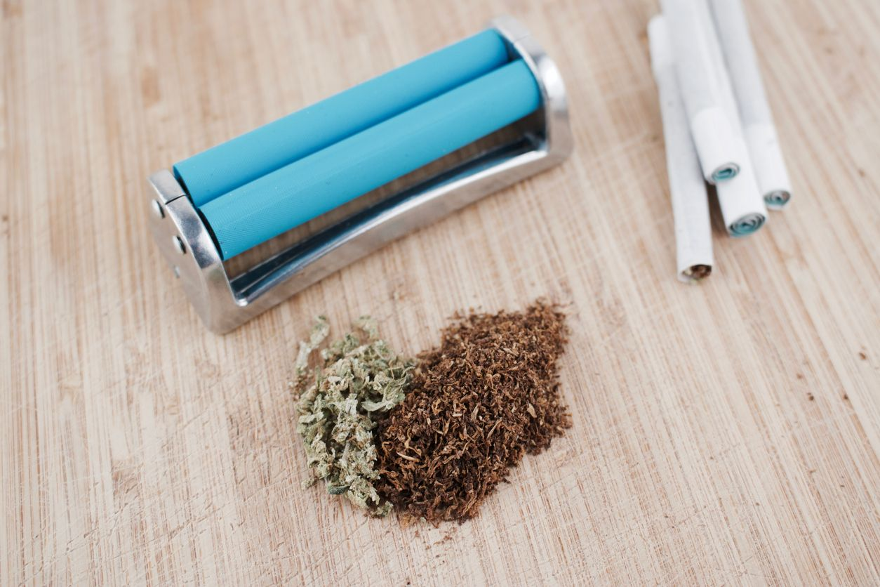 How to Roll a Joint Perfectly Using A Joint Roller
