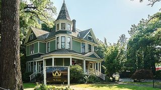 image feature Cannabliss & Co. - Sorority House