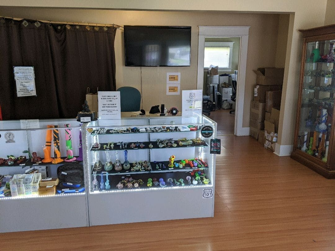 store photos Way High 101 - Coos Bay